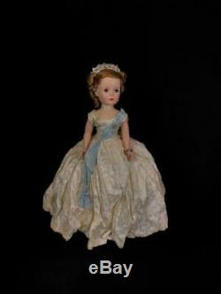 18 Madame Alexander Cissy Walker Queen Elizabeth In Tagged Gown