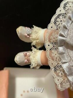 2001 SUPER RARE Madame Alexander Treasured Silk Victorian #28720 Doll