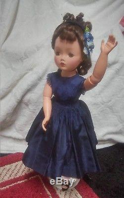 21 Vintage 1950s Madame Alexander Cissy doll in Tagged Cissy Dress