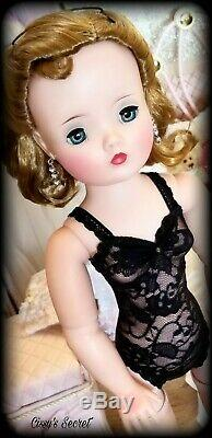 Exquisite Vintage Madame Alexander Cissy Doll Bluest Eyes HTF Side Part Blonde