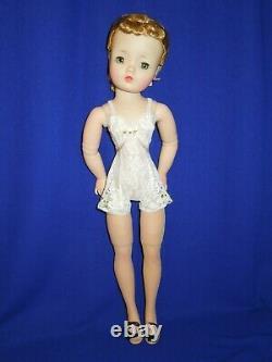 Madame Alexander 20 1950s Basic Cissy doll