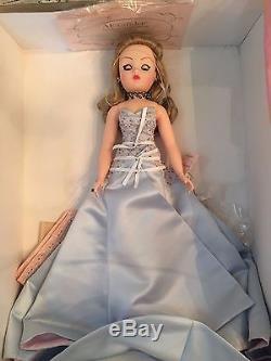 Madame Alexander Dolls In Her Honor 36140