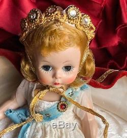Madame Alexander Kin Dolls (queen Elizabeth) Bkw