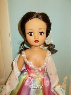 Madame Alexander Modern Faithfully Yours Cissy Doll /LATINO/ HTF/COA/ 2 Wigs