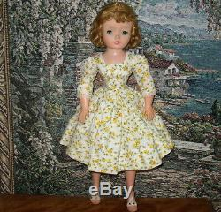 Madame Alexander Vintage Beautiful Cissy 20 Or 21 Tall -great Face & Blue Eyes