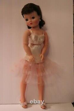Pretty Brunette Madame Alexander Cissy Doll