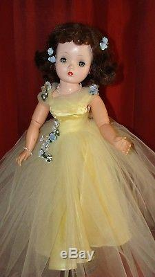 RARE VINTAGE Madame Alexander 21 CISSY in Elaborate Yellow Formal Dress