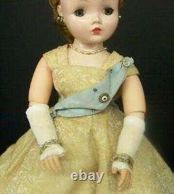 Vintage Cissy Doll Queen Elizabeth Madame Alexander Brunette With Stand