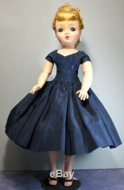 Vintage Madame Alexander Cissy doll 20 tall Doll & Clothes Excellent Cond